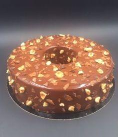 Voici un gâteau qui est sur ma To Do List depuis longtemps. Il s'agit de La Merveille de Yann Couvreur. Un vrai régal, pas trop sucré grâce à la pâte de noisette, croustillant avec la meringu…