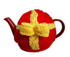 Tea Cosy Easter Egg Hand Knitted Bow Tea Lover Novelty Gift by thekittensmittensuk on Etsy Knitted Tea Cosies, Knitted Hats, Xmas Pudding, Vegan Gifts, My Tea, Novelty Gifts, Cosy, Easter Eggs, Hand Knitting