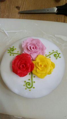 Fondant roses on a Victoria sponge :)