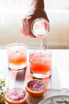 A great spring cocktail – blood oranges are in season / blood orange and thyme paloma