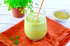 Fast food green drinks are fun to sip, especially around St. Patrick's day, but they are usually overly sweet and low on nutrition. If you're looking for a healthier beverage, this no added sugar shamrock shake is for you. This delicious drink supplies one and a half servings of fruits and vegetables, nine grams of … Yummy Drinks, Healthy Drinks, What Is Matcha, Organic Matcha Green Tea, Shamrock Shake, Matcha Smoothie, Sweet And Low, Nutrition Information, Healthy Kids