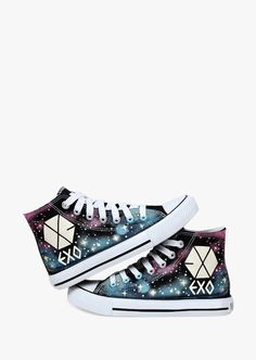 This item is shipped in 48 hours, included the weekends. These fantastic canvas glow in the dark shoes will make sure that people will keep their eyes on you even in the darkest places. Cute Shoes, Me Too Shoes, My Unique Style, My Style, Exo Shop, Nerd Merch, Galaxy Shoes, Xiuchen, Converse Shoes