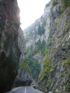 Erdély, Dél-Erdély ~ maszekutazós Half Dome, Mother Earth, Hungary, Mountains, Water, Travel, Outdoor, Gripe Water, Outdoors