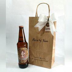 Um presente mais original do que uma cerveja personalizada não tem né? Presente feito especialmente para comemorar os 29 anos do @luizfbmoreira 🍺 #BoxbyVan #cervejapersonalizada #presentepersonalizado #cerveja #breja #feitocomamor #arte #artepersonalizada