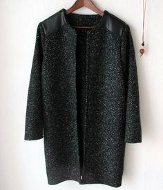 Coatiganen er baseret på dette let manipulerede mønster 24022 fra Stof og Stil. Lækker detalje med læder på skuldrene | groovybaby....and mama
