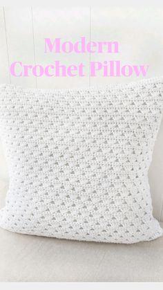 Diy Crochet Pillow, Crochet Pillow Patterns Free, Modern Crochet Patterns, Crochet Cushions, Crochet Patterns Amigurumi, Crochet Stitches, Diy Crochet Projects, Crochet Home Decor, Crochet Ideas