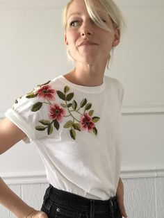 Floral embroidered white tee