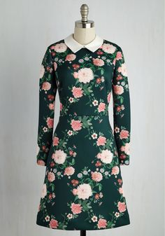 Greet the evening with glam gusto in this feminine A-line dress From Erin by Erin Fetherston! Embodying the designer's signature romantic spirit, this neoprene number blossoms with pink peonies and other leafy flowers atop a deep teal hue. Finished off with a white, woven collar, this effortless frock infuses the affair with magnetic energy!