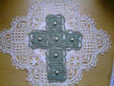 Virkattu risti seinälle