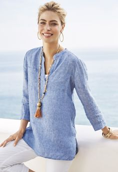 Linen fabric and a two-tone, heathered effect give this shirt an easygoing look. It looks so cool and breezy. Great summer evening look.