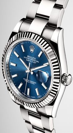 Introducing the new Datejust 41 in a white Rolesor version with a fluted bezel in 18ct white gold, a blue sunray finish dial and an Oyster bracelet.
