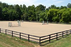 Outdoor horse arena, sand, good footing, dry with good drainage. I like the clean look, the only items in the arena is what is used for the event ongoing.