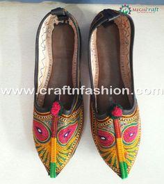 Designer Leather Kutch  Khussa Jutti. #Craftnfashion #KutchEmbroideredJutti #LeatherKhussa #LatestDesignKhussa #DesignerJutti #HandmadeJutti #EthnicFootwear #GujaratiJutti #DesignerJutti #BohemianJutti #BanjaraJutti Boho Gypsy, Bohemian, Mirror Work, Leather Design, Wedding Wear, Slippers, Footwear, Indian, Embroidery