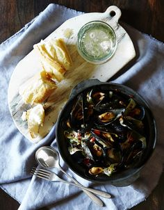 Einat Admony's Recipe for Ouzo-Drenched Mussels With Fennel and Tomatoes