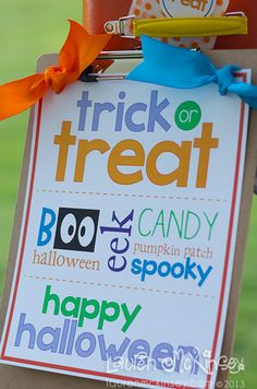 Halloween Printables :: trick or treat sign by Lauren McKinsey.
