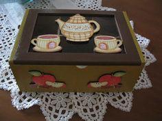Caixa de chá em madeira pintada à mão