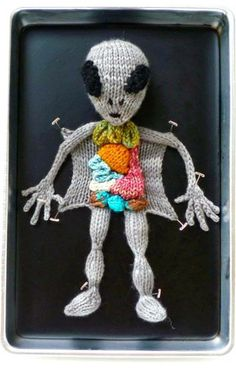 I really think this should have a tiny alien inside like in MIB, driving the outershell.Ravelry: Alien Autopsy pattern by Emily Stoneking Yarn Bombing, Free Knitting, Knitting Patterns, Crochet Patterns, Start Knitting, Knitting Kits, Knitting Needles, Knitting Projects, Crochet Projects