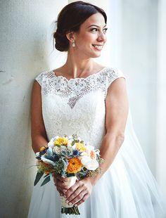 Beautiful bridal hair, makeup and dress idea