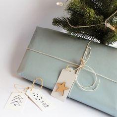 Til og fra-lapper. Tips til juleverksted. Barn, Gift Wrapping, Gifts, Gift Wrapping Paper, Converted Barn, Presents, Wrapping Gifts, Favors, Gift Packaging