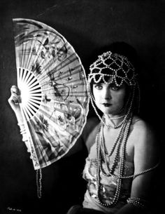 8 Glam Trends from the 1920s: Pearls
