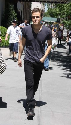 He doesn't even have to try :D he is just gorgeous :) he is just Paul Wesley