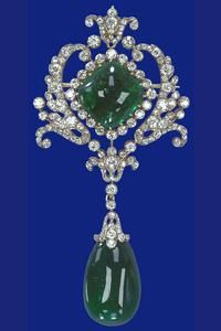 Cambridge Emerald and Diamond Brooch - The brooch incorporates two of the Cambridge emeralds, one a gold-set cushion-shaped stone, the other a detachable pear-shaped pendant. The brooch could also be fitted into the Delhi Durbar stomacher. When so used by Queen Mary, the two emeralds were separated by the Cullinan VIII brooch. - updated with info from Tudor Queen