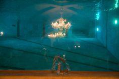 La vetrata sotto la piscina