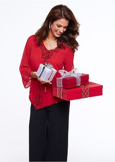 Święta Bożego Narodzenia z bonprix       Zobacz cały artykuł na naszej stronie: http://fashionmedia.pl/2014/11/17/swieta-bozego-narodzenia-z-bonprix/  Kategorie: #ModaDamska Tagi: #Bonprix, #BożeNarodzenie, #Cygaretki, #Dodatki, #Elegancja, #OłówkowaSpódnica