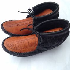 Woven moccasins with Feather Vamp Moccasins, Feather, Diy Projects, Pairs, Flats, Yellow, Boys, Fashion, Toe Shoes