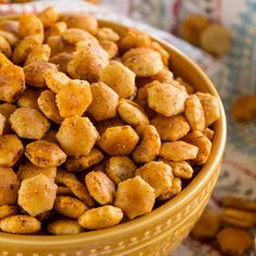 Looking for the best snack recipe while doing the countdown for new year? Try this Taco Oyster Crackers Recipe. It's Quick, Easy Snack Mix Recipe that's Got a Kick to it! No One Will Be Able to Stop Munching on These! Oyster Cracker Snack, Seasoned Oyster Crackers, Quick Healthy Snacks, Easy Snacks, Yummy Snacks, Camping Snacks, Creative Snacks, Camping Cabins, Camping Gear