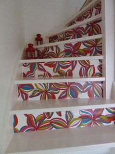 This is a great idea to make your boring staircase look funky and fresh. Flowpow Poppy - from lola with love - oilcloth - tafelzeil - toile cirée Home Projects, Projects To Try, My Dream Home, Stairs, Make It Yourself, Stair Treads, Pattern, Garden Art, Boho Style