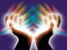What is Reiki? Reiki is a laying on of hands, with the client fully clothed, to create a calming state in the body and assist the body's energy or life force flow to repair itself. Imagine an electrical circuit that Formation Reiki, Hands Of Light, Le Reiki, Kundalini Reiki, Sending Prayers, Healing Hands, Reiki Energy, Chi Energy, Massage Therapy