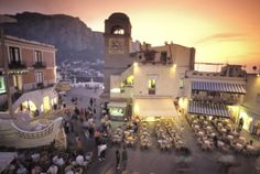 Piazza Umberto, town center promenade with a view of AnaCapri.
