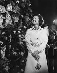 First Lady of the United States Betty Ford with a Christmas tree in the Blue Room at the White House on December White House Christmas Tree, What Is Christmas, Christmas Tree Themes, The Night Before Christmas, Holiday Decor, Christmas History, Christmas Displays, Xmas Trees, Betty Ford