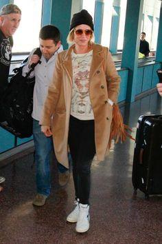 Airport Couture - Kristen Wiig