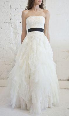 Vera Wang Eliza Lace Tulle Princess Wedding Dress | Nearly Newlywed