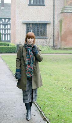 Check pencil skirt - British look