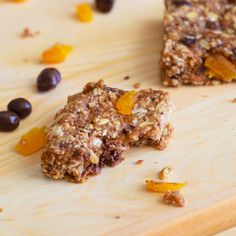 easy granola bars with dark chocolate & apricots!