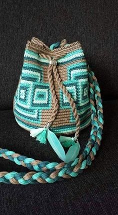 Marvelous Crochet A Shell Stitch Purse Bag Ideas. Wonderful Crochet A Shell Stitch Purse Bag Ideas. Mochila Crochet, Bag Crochet, Crochet Handbags, Crochet Crafts, Crochet Projects, Crochet Purses, Tapestry Bag, Tapestry Crochet, Crochet Designs