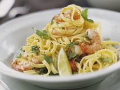 Limetten-Pasta mit Garnelen - smarter - Kalorien: 375 Kcal - Zeit: 30 Min. | eatsmarter.de