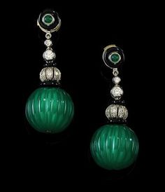 #Farbbberatung #Stilberatung #Farbenreich mit www.farben-reich.com A pair of brilliant and chalcedony ear pendants
