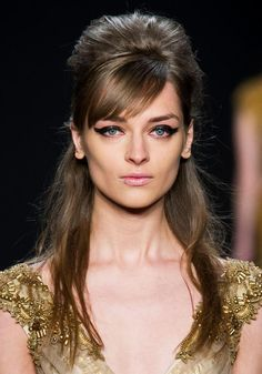 Trendy hair for FW 2015: 1960′s Bouffant Hairstyle. Volume beehive + side swept bang + loose back hair at Badgley Mischka fall winter 2015.