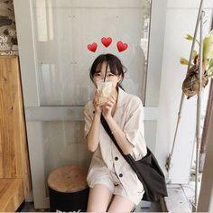 Ootd Poses, Instagram Pose, Insta Photo Ideas, Pretty Photos, Korean Girl, Korean Style, Aesthetic Fashion, Ulzzang Girl, How To Take Photos
