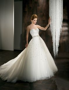 Sweetheart empire waist ball gown tulle wedding dress