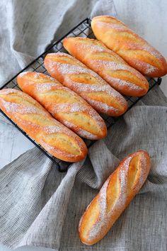 Japanese Bread, Japanese Food, Bread Recipes, Baking Recipes, Baguette Recipe, Bread Art, Cooking Bread, Burger Buns, Cafe Food
