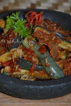 Diah Didi's Kitchen: Balado Terong dan Teri Medan Asian Recipes, My Recipes, Cooking Recipes, Ethnic Recipes, Simple Recipes, Recipies, Indonesian Cuisine, Indonesian Recipes, Diah Didi Kitchen
