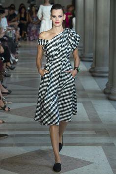 Carolina Herrera - Spring 2017 Ready-to-Wear