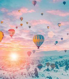 Hot air balloon rides in Cappadocia / Kapadokya, Turkey at winter Balloons Photography, Nature Photography, Travel Photography, Bride Photography, Ballons Fotografie, Cheap Places To Travel, Air Balloon Rides, Hot Air Balloons, Air Ballon
