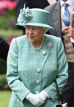 Queen Elizabeth II Photos Photos - Royal Ascot 2017 - Day 4 - Zimbio
