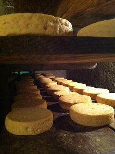 Epicerie fine - Munster : Depuis des siècles, on produit ici un fromage à l'odeur et au goût typique qui emprunte son nom au village de Munster.
